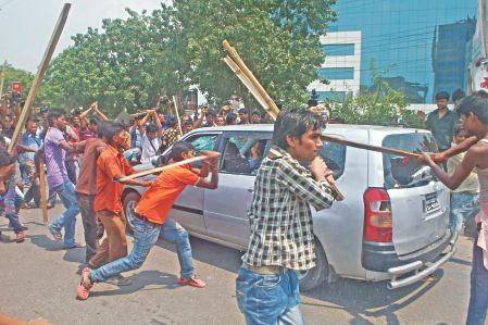 Workers_attack_at_BGMEA